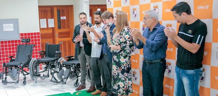 Núcleo de Apoio à Inclusão recebe cadeiras de rodas