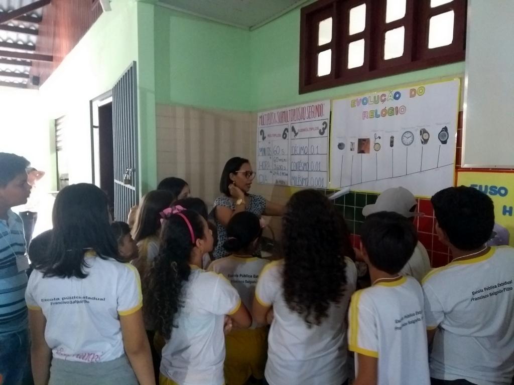 Alunos de Pedagogia realizam atividade em escola pública
