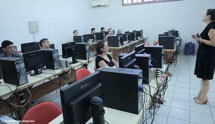 Ufac capacita professores para utilização do 'Portal do Professor'