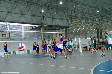 O voleibol masculino vence a equipe da UFS.