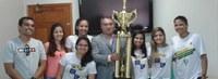 Alunas da Ufac, campeãs de basquete, visitam a Reitoria