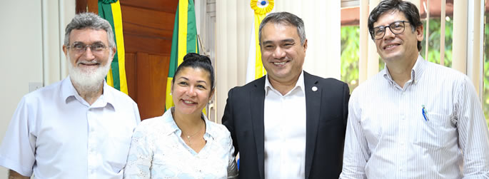 Deputada Eliane Sinhasique visita a Ufac