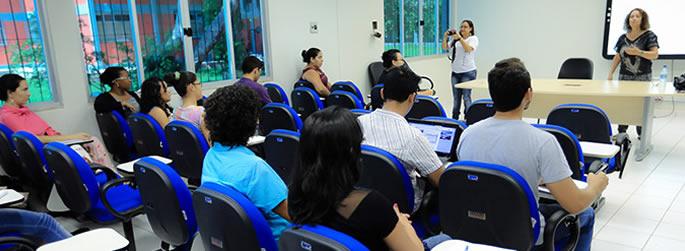 Mestrado em Letras realiza palestra, lançamento de livro e defesa de dissertação