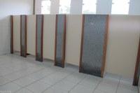 Prefcam instala portas nos banheiros