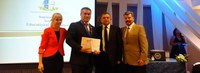 Reitor e Ufac são homenageados durante congresso internacional