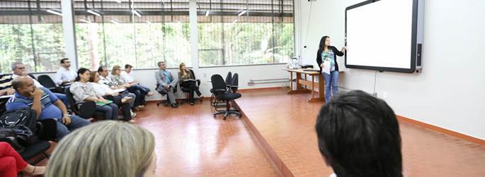 Reitoria se reúne com professores para discutir demandas