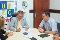 Ufac e Prefeitura assinam contrato para ampliação e recuperação do sistema viário do campus