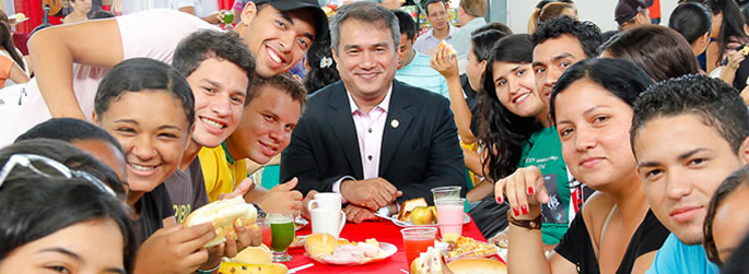 Ufac promove café da manhã para estudantes