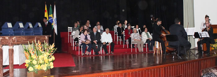 Ufac homenageia personalidades históricas da instituição